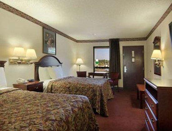 Days Inn Bainbridge: Standard Two Queen Bed Room