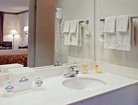 Days Inn Bainbridge: Bathroom