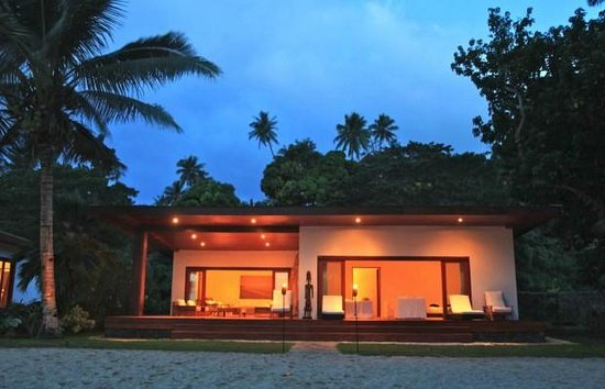 Tides Reach Resort : View of the Deluxe Beachfront Villa at night