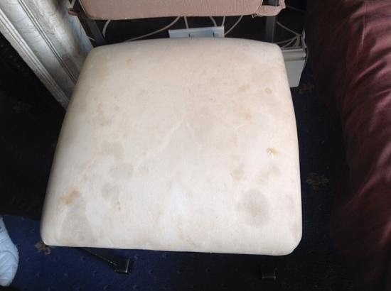 Central Hotel Cheltenham: Filthy chair