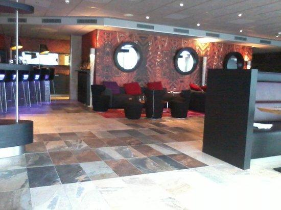 Mainport Hotel : bar ,restaurant
