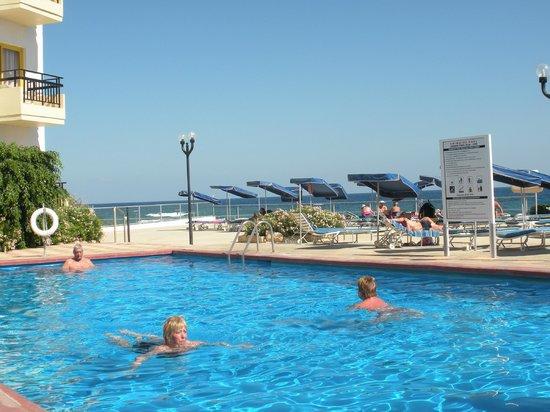 Evalena Beach Hotel Apartments: pool