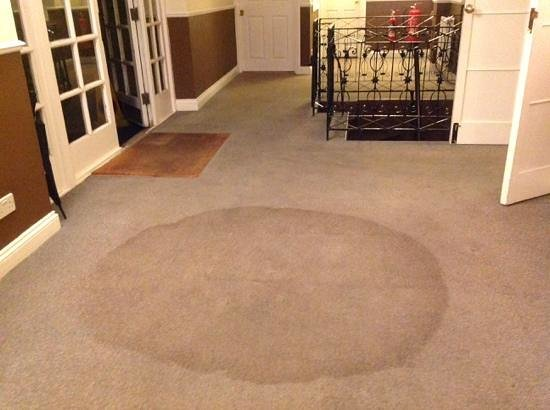 Central Hotel Cheltenham: Stain on carpet at entrance from parking area
