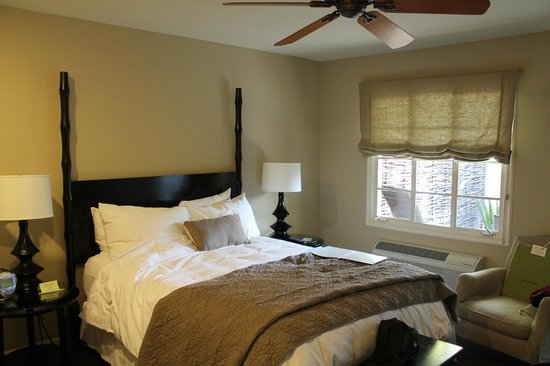 Indian Springs Resort and Spa: Queen sized bed