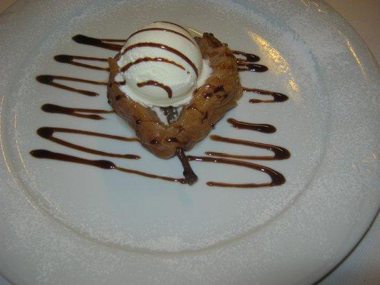 Ristorante Baracca: Pera caramellata allo zibibbo guarnita con gelato alla vaniglia e cannella