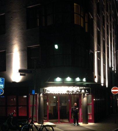 Bristol Hotel Frankfurt: Hotel - Eingang
