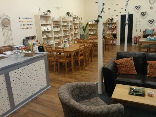 Pots & Paws: Large studio and room to relax with a fresh coffee