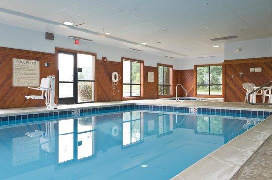 Hampton Inn Newcomerstown: Pool