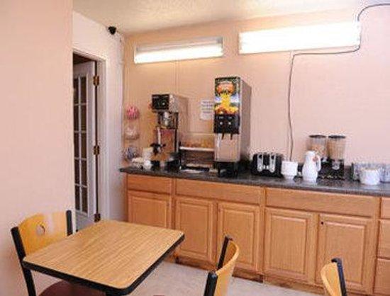 Super 8 Chester/Richmond Area: Breakfast Area