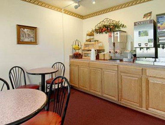 Super 8 Greenville : Breakfast Area