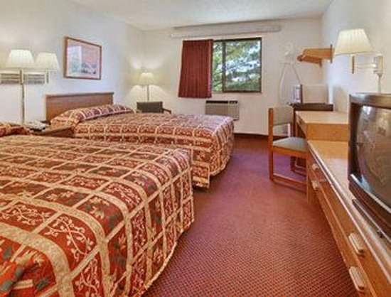 Super 8 Greenville: Standard Two Double Bed Room
