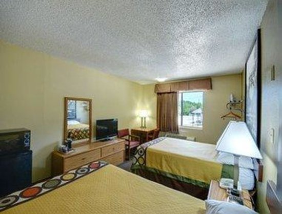 Super 8 Natchitoches : Standard 2 Double Beds Room