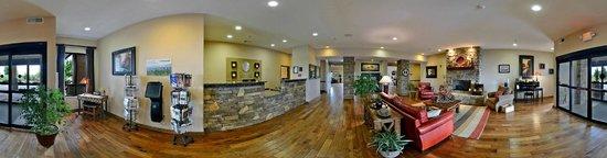 Comfort Inn & Suites Blue Ridge: Front Desk and Lobby