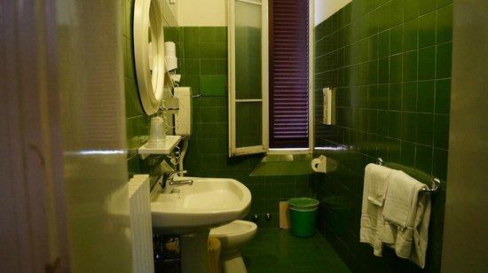 Albergo Centrale : green bath
