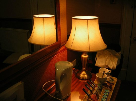 Cairn Hotel: A desklight that should have been by the bed.