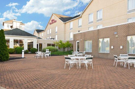 Hilton Garden Inn Wooster: Patio