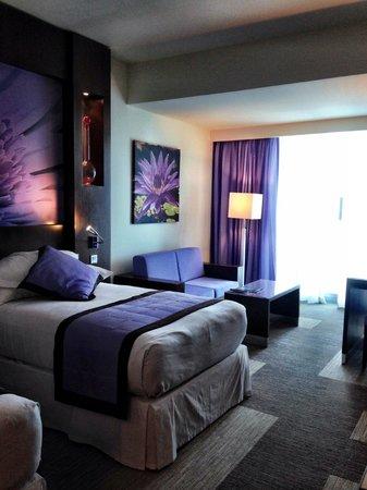 Hotel Riu Plaza Panama: Comfy, spacious room 24th floor