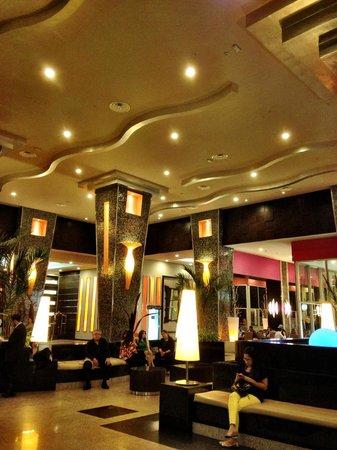 Hotel Riu Plaza Panama: Lobby entrance