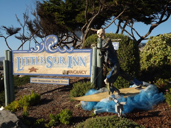 Little Sur Inn : Scarecrow week in Cambria