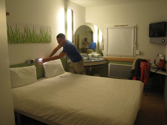 Ibis Budget Haguenau : View of room from entrance