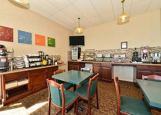 Comfort Inn Halifax: breakfast area