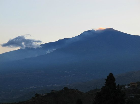 Hotel Continental: View of Mt. Etna from the terrace