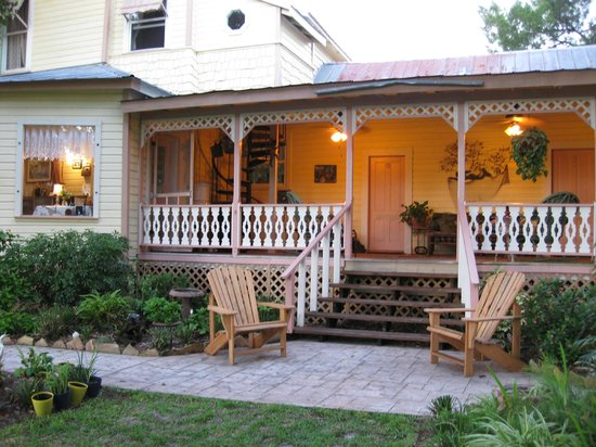 Cedar Key Bed and Breakfast: Large Porch