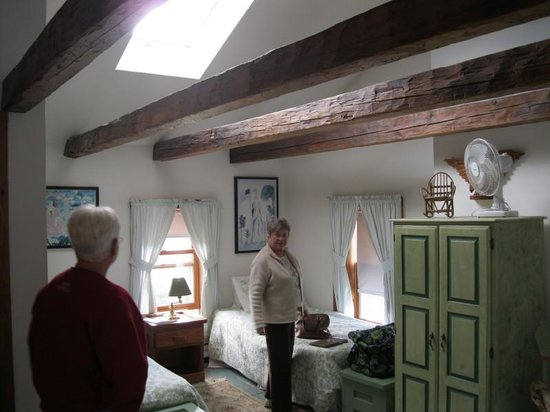 Old Stagecoach Inn: Part of room #7