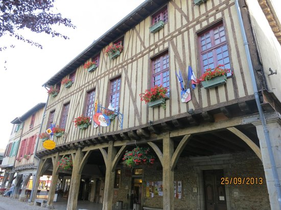 Hotel Restaurant Les Minotiers: Plaza de MIREPOIX