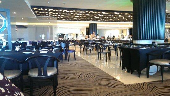 Sofitel Abu Dhabi Corniche: Lobby