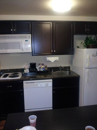 Homewood Suites by Hilton Anaheim-Main Gate Area : Kitchen area