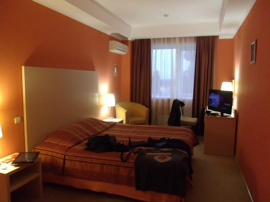 Avrora Hotel: Bedroom