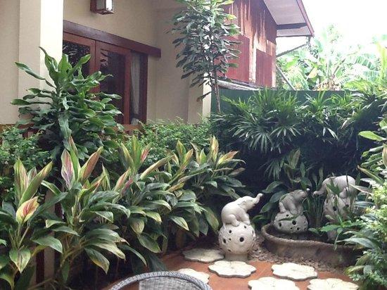 Vieng Mantra Hotel: garden