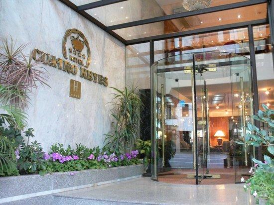 Hotel Cuatro Reyes: Entrada