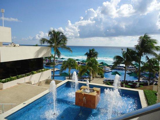 Royal Solaris Cancun: Vista piscina y playa