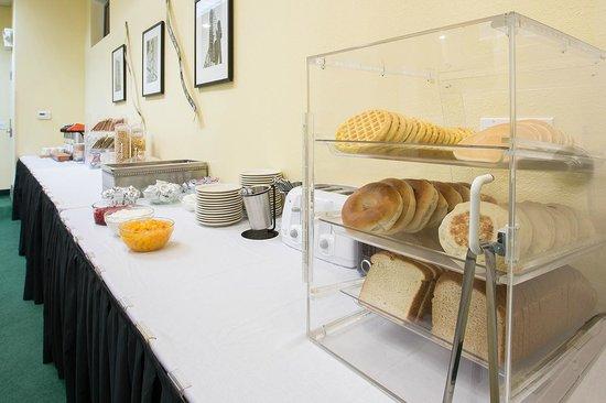 Hotel Bijou : breakfast display