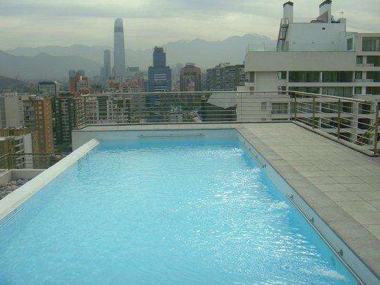 City Inn Apart Home : vista da piscina sobre a cidade
