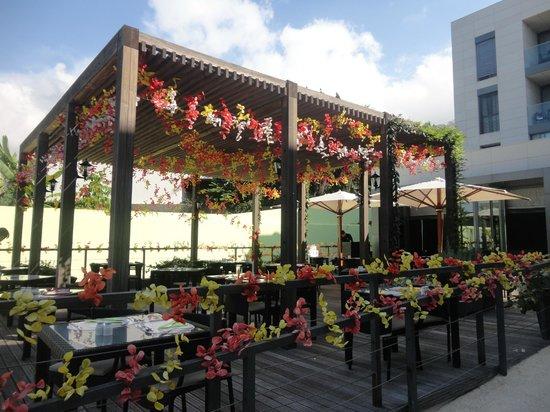Golden Residence : restaurant terrasse extérieure