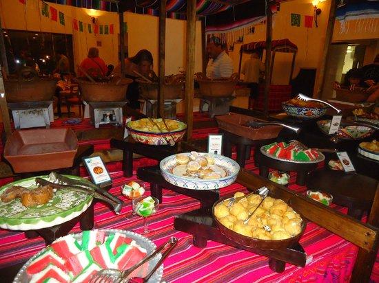 Royal Solaris Cancun: Noche Mexicana