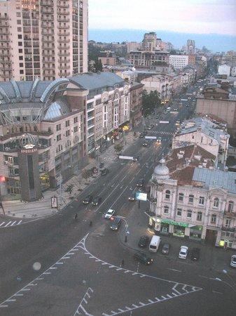 Premier Hotel Lybid: Noisy street