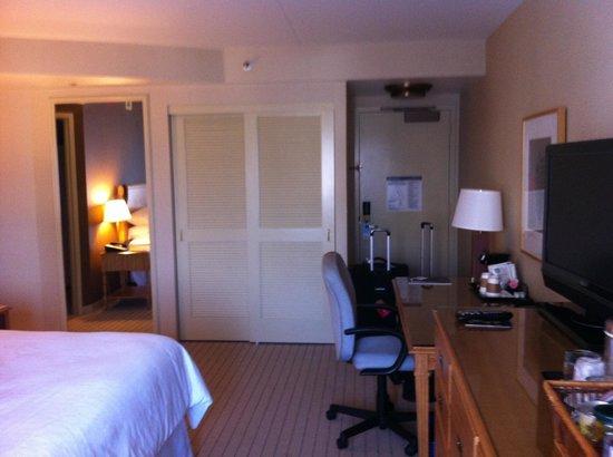 Sheraton Seattle Hotel : good size room