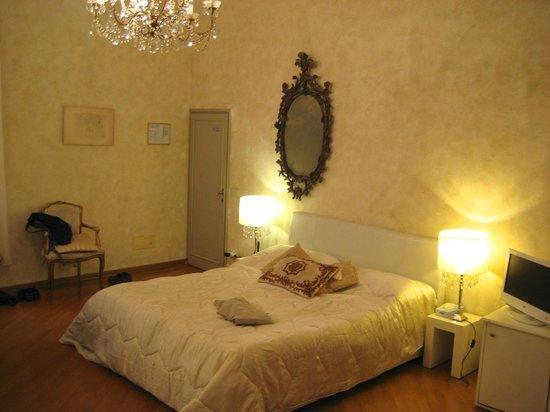 Palazzo Tolomei Residenza d'Epoca: superior double room