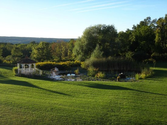 La Tourelle Hotel, Bistro, Spa: The garden