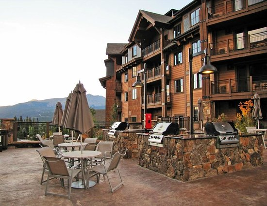 Grand Lodge on Peak 7: Courtyard, Grills with a view