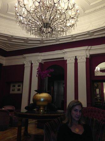 Baglioni Hotel Regina: Having cocktails in the sitting room