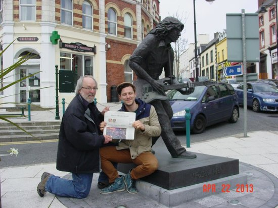 Rory Gallagher Statue: Kan & Dad pose for a photo