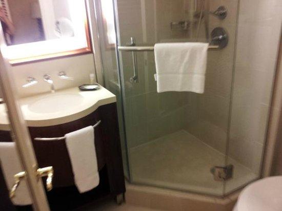 Moana Surfrider, A Westin Resort & Spa: Bathroom - Banyan City Wing