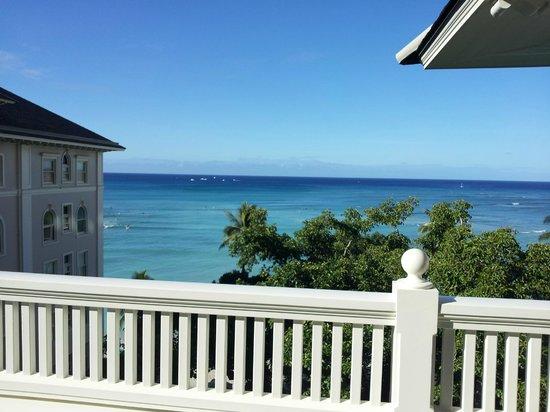 Moana Surfrider, A Westin Resort & Spa : View from 6th floor balcony.