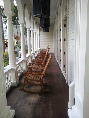 Moana Surfrider, A Westin Resort & Spa: Front Porch