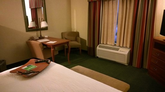 Hampton Inn & Suites St. Louis-Edwardsville: Room